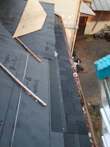 「リッジウェイ」という屋根材のご紹介!