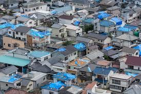 台風接近中!! 台風後は屋根材の飛散等の被害が出ます。