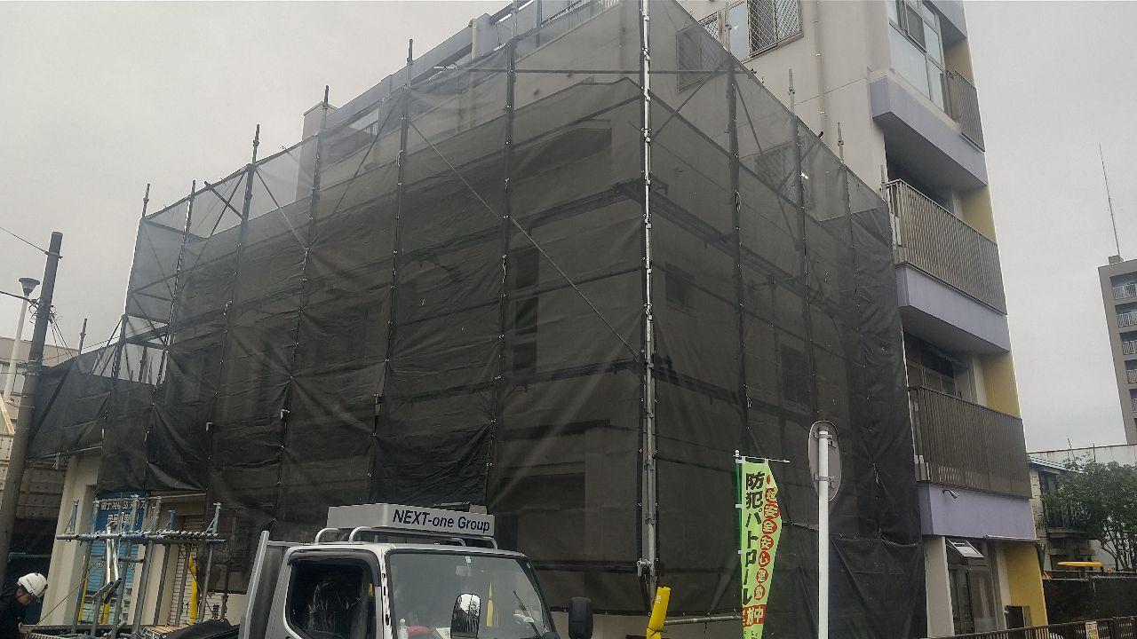 磯子区西町にて仮設工事