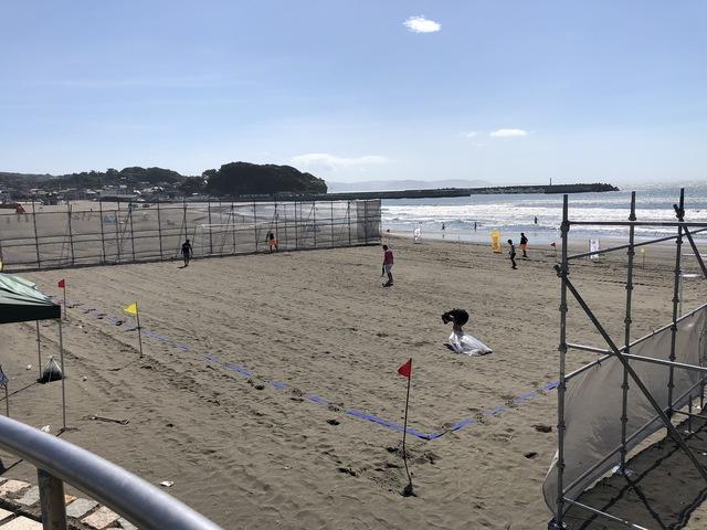江ノ島東海岸にてビーチサッカー仮設工事
