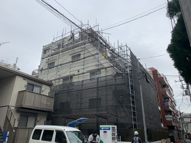 文京区にて高層足場