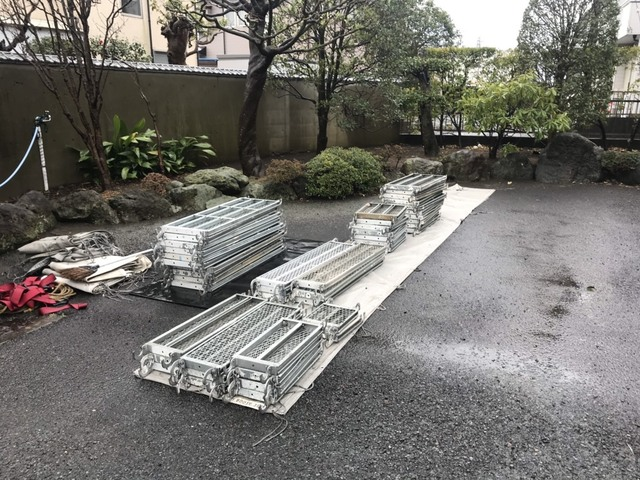 寒川町にて足場工事②