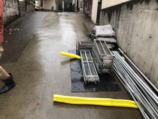 青葉台にて足場工事