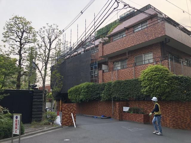 港区白金台にて大規模改修仮設工事
