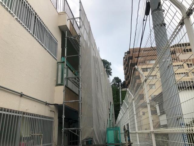 高津区にて足場工事