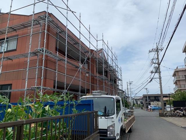 寒川町にて足場工事