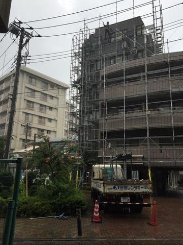狛江市にて足場工事