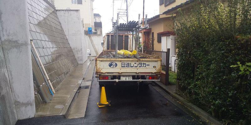 横浜市港南にて足場工事