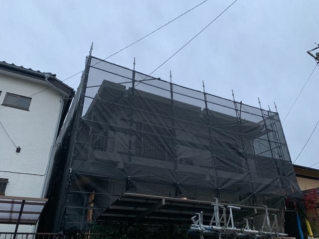 港南区にて足場工事