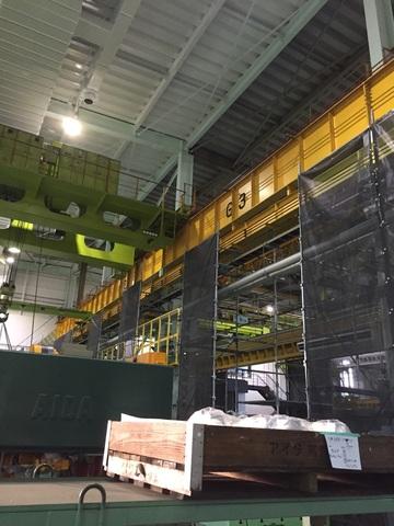 工場内にて足場工事