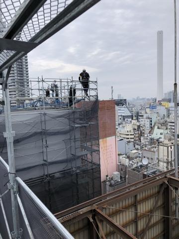 仮設事業部  高さ約50mからの資材降ろし!