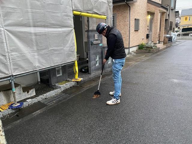 寒川町大曲にて足場工事