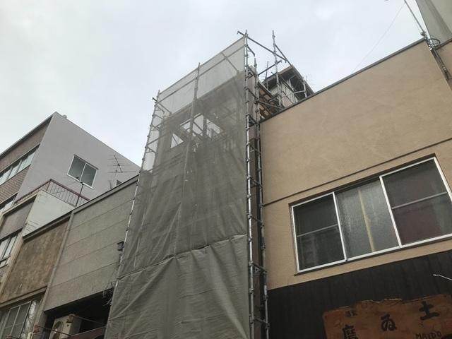 新宿区早稲田鶴巻町にて足場工事