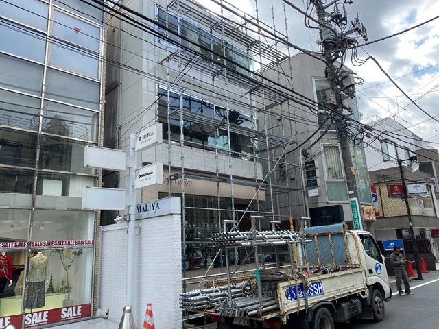 渋谷区神宮前にて足場工事