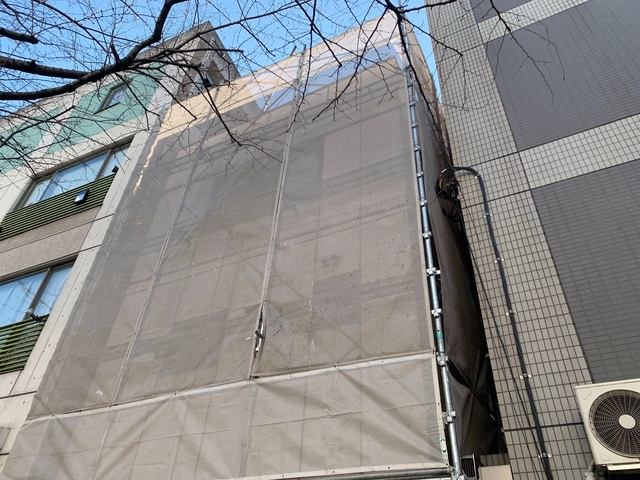 渋谷区広尾にて足場工事