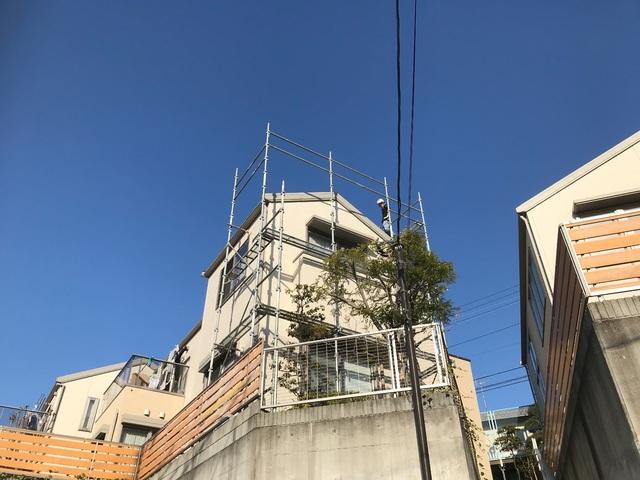 横浜市緑区長津田にて足場工事
