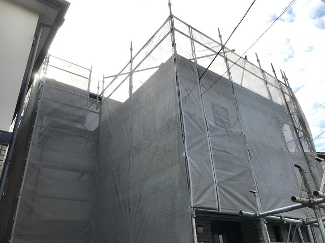 狛江市岩戸南にて足場工事