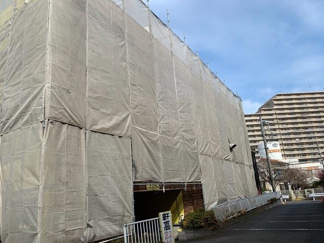 町田市鶴間にて足場工事